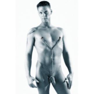 Met deze twee tepelklemmen aan een ketting en drie verwisselbare penisringen beleef je een nieuwe sensatie. Gelijktijdig ervaar je een langdurige erectie en een opwindende pijn van de tepelklemmen. Je ziet er stoer en sexy uit als jij met deze set de slaapkamer inkomt.